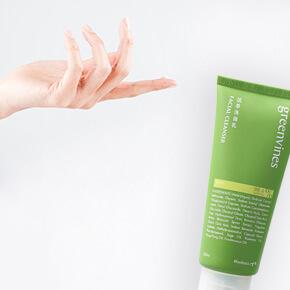 保養的第一步就是清潔,而真正的清潔,是溫和帶走髒污,不破壞肌膚皮脂膜、不造成多餘負擔,讓肌膚細胞能好好呼吸、進而幫助提高後續保養品的吸收。